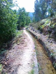 Uma levada de água, antigo sistema de irrigação ainda bem conservado, no concelho de Mondim de Basto, ao longa da qual se fez uma caminhada em setembro 2013