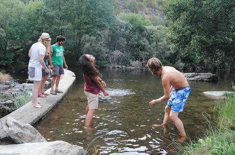 Recanto fluvial idílico, perto de Vinhais, com a Associação Tarabelo