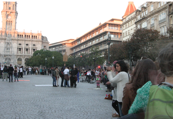 Senhores da Câmara, como vai o Porto reduzir emissões carbónicas? Pergunta implícita destes cidadãos na marcha pelo clima de 29 dezembro 2015 Foto Cláudio Anes