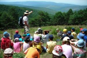 Na Serra de San Mamede, contemplando montes e vales, com os Amigos da Terra da Galiza, numa ação de educação ambiental.