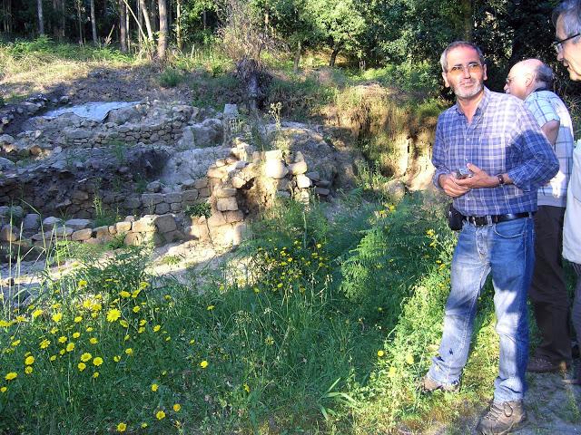 O Professor José Luís Araújo numa visita da Campo Aberto ao Rio Leça em 2011.